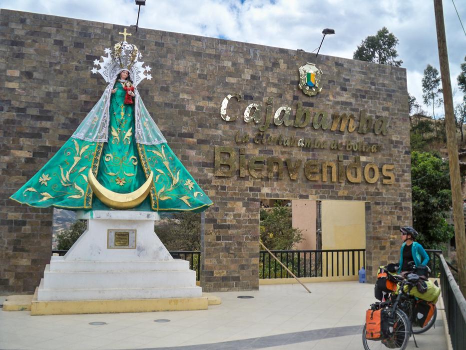 Die Virgin von Cajabamba heißt uns am Dorfeingang  willkommen.
