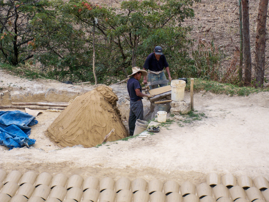 Am Wegesrand wurden heute vielerorts Dachziegel produziert.