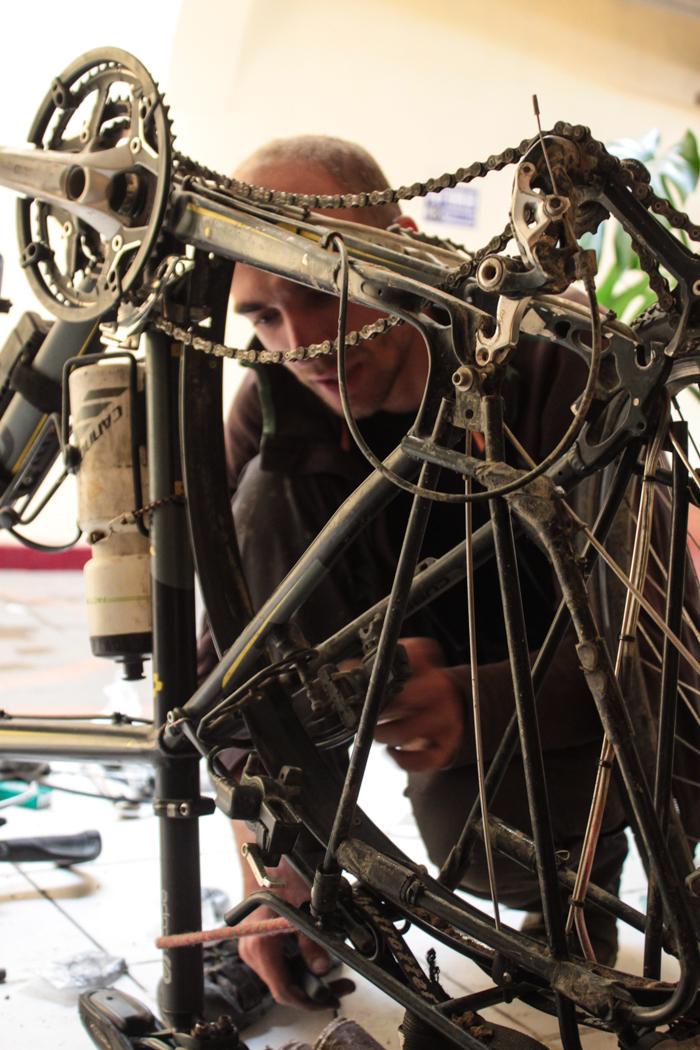 Bei den vielen Bergetappen ist das Einlegen neuer Bremsen und Nachstellen, eine ständige Aufgabe.