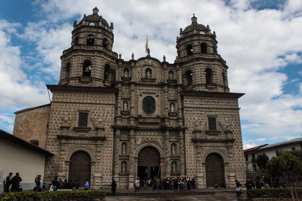 Die Fassade der Iglesia San Francisco besteht aus Vulkangestein.