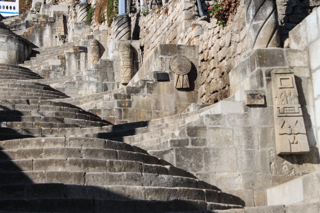 Diese Treppen führen hinauf zum Apolonia - Hügel. Von diesem gibt es einen tollen Ausblick über die Stadt.