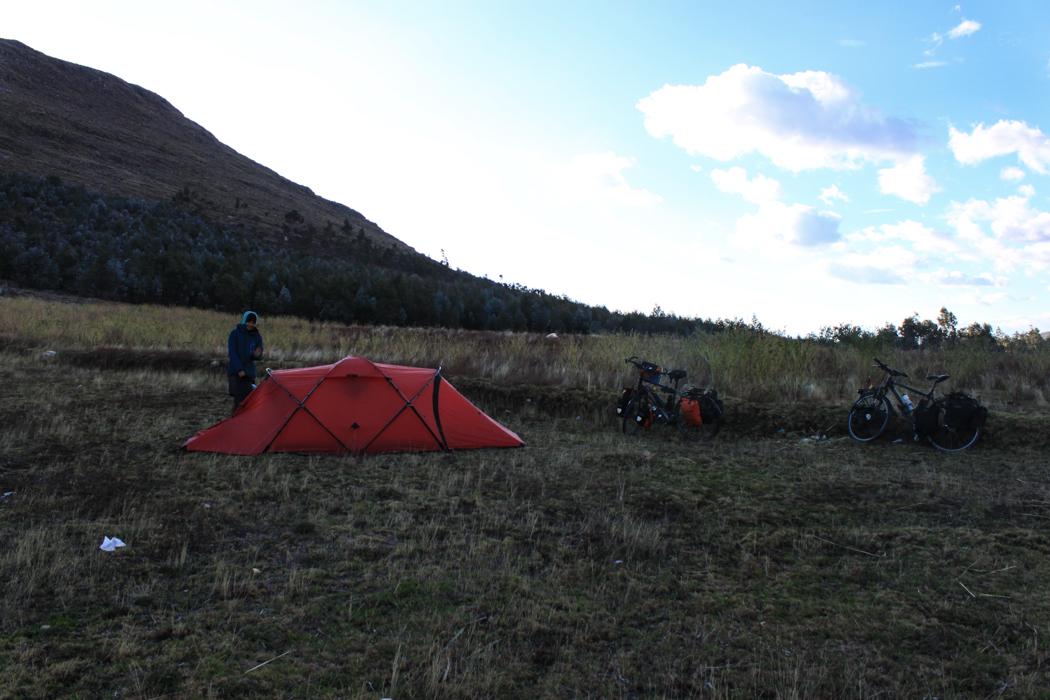 Unser Campingplatz auf dem Kartoffelfeld.