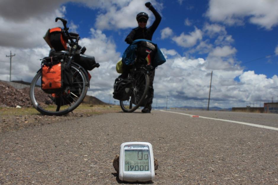 Auf unserem Ausflug über das Altiplano, haben wir kurz vor Juliaca unsere 19.000 Kilometer überschritten. Auf die nächsten 1.000!