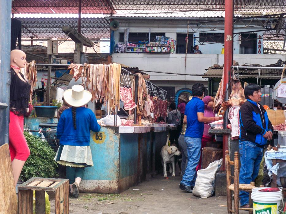 Blick in die Fleischabteilung im Mercado von Caraz.