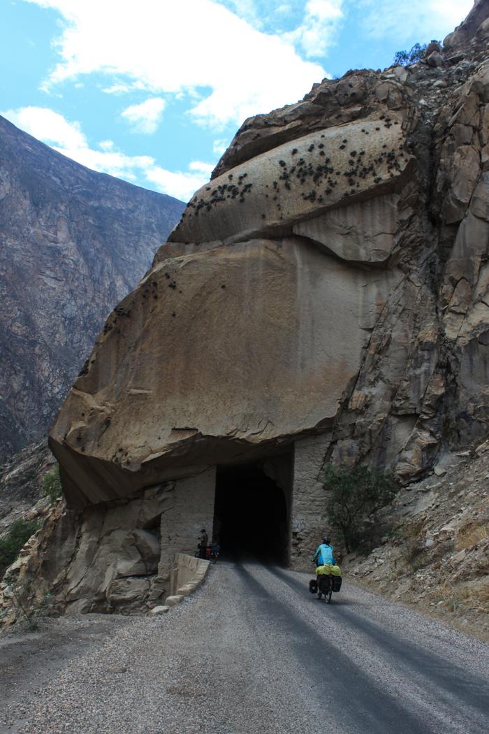 35 Tunnel gab es diesen Tag zu durchfahren. Alle mit ungewisser Länge und ohne Beleuchtung. Stockfinster war es in den Längeren gewesen.
