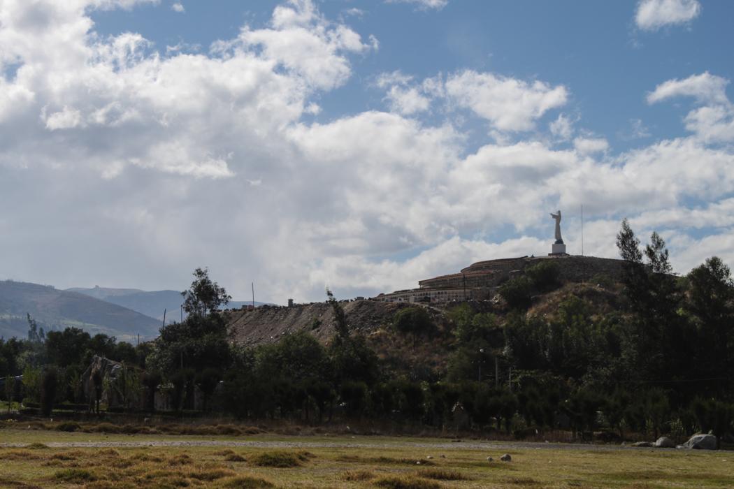 Blick auf die Gedenkstätte und Friedhof von Yungay.
