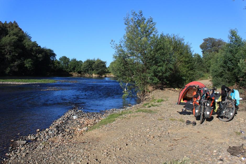 Die Campingmöglichkeiten werden immer besser und überall gibt es glasklare Flüsse.