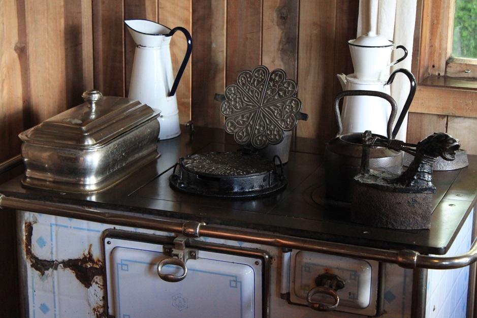 In Frutillar haben wir uns das Museum über die deutschen Auswanderer angesehen. Diese haben ihre Heimat um 1850 für immer verlassen um hier in Chile ein neues Leben zu beginnen. Interessant, was damals so alles mitgebracht wurde. Nähmaschinen, Küchengeräte, landwirtschaftliche Maschinen, Klaviere und und und. Es gab auch eine eingerichtete Schmiede und Mühle zu besichtigen.