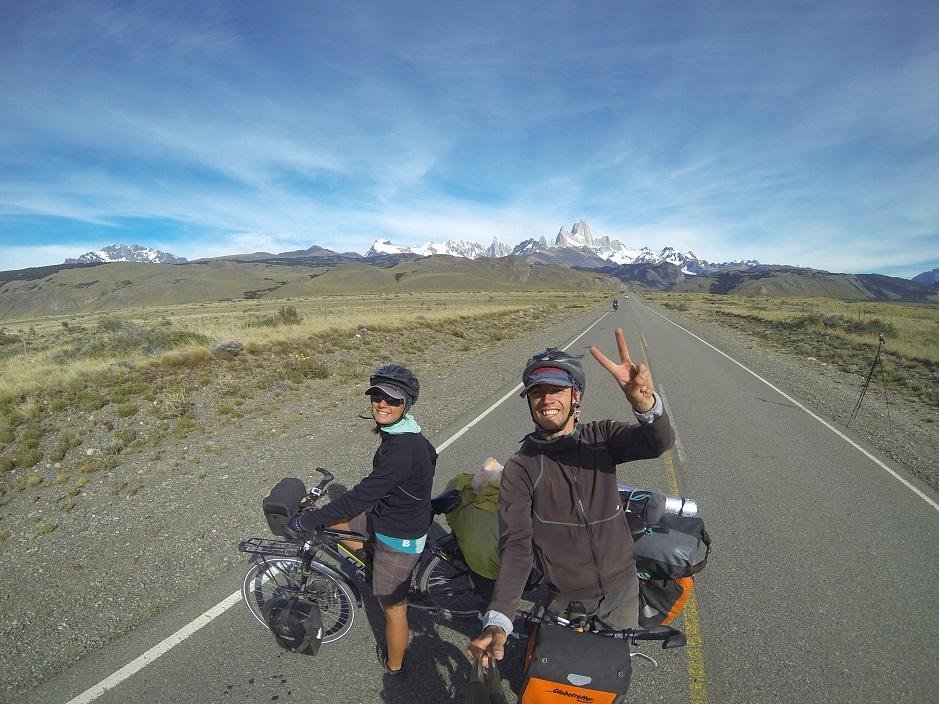 Gleich hinter El Chalten führt der Weg hinaus, in die winddurchtoste Pampa.
