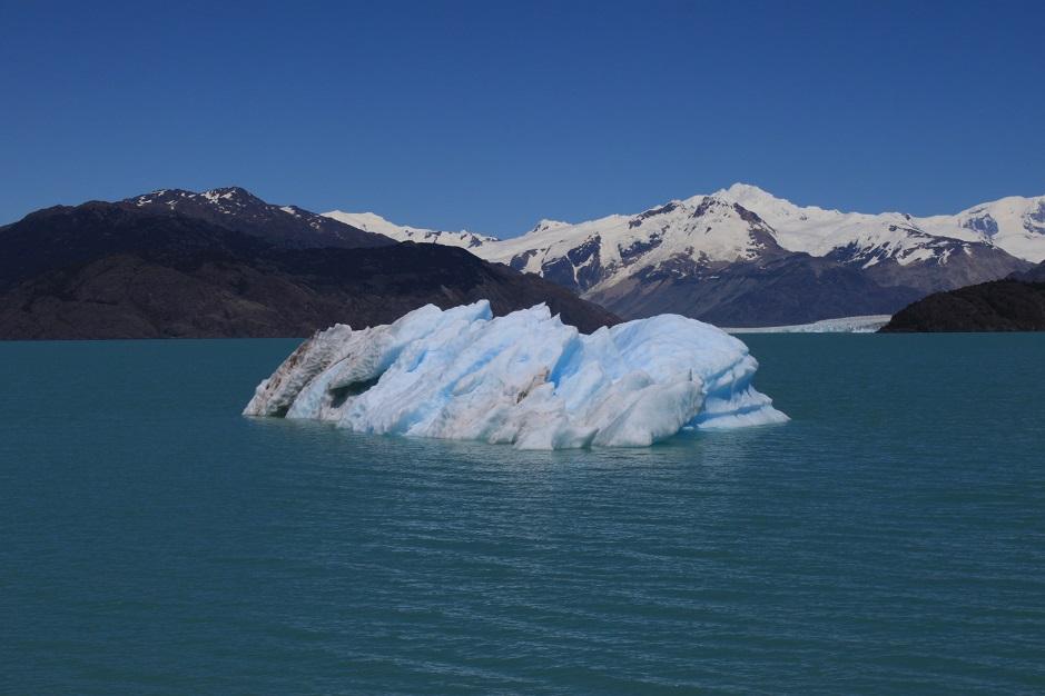 Das Ende der Carratera Austral ist erreicht und die einzigste Möglichkeit weiterzukommen, ist eine Bootsfahrt über den Lago O´ Higgins. Bei dieser Bootsfahrt haben wir auch an einem Abstecher zu dem Gletscher O´ Higgins teilgenommen. Ein unbeschreibliches Erlebnis!