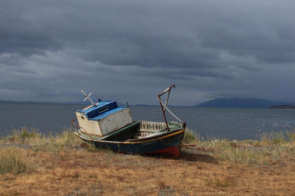 So wie hier zierten einige alte Fischerboote den Strand.