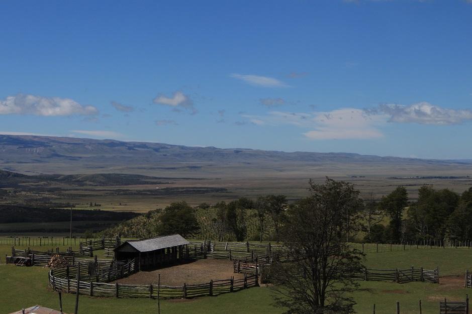 Wir haben zum ersten Mal die Ostseite der Anden erreicht. Es bot sich uns ein Blick über die Weite der trockenen, argentinischen Pampa.