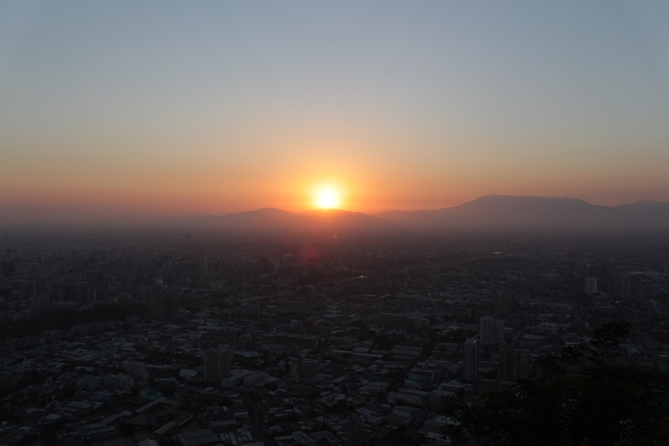 Mit Paula sind wir zur Spitze des Cerro San Cristóbal gefahren, um einen Blick auf die Stadt bei Sonnenuntergang zu erhaschen.