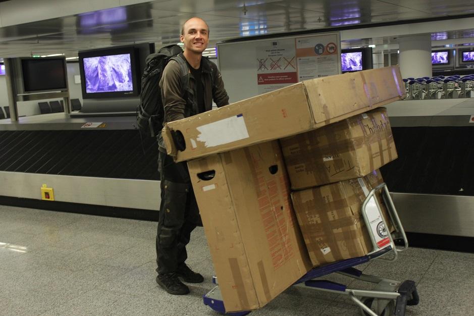Wir sind nach zwei Nächten im Sessel gut in Frankfurt gelandet. Sogar unsere Kisten sind in einem Stück eingetroffen. Hola Amigos!