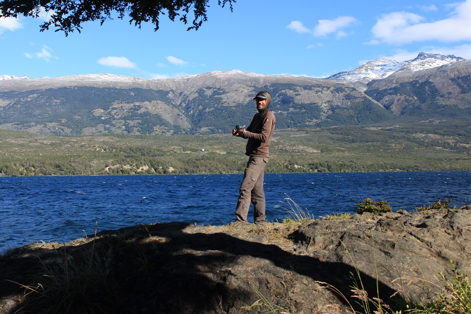 Wir haben so oft gehört, dass das Angeln in Patagonien idiotensicher sei. Naja... Bei mir hat noch nichts gebissen. Die Aussicht entschädigt aber für vieles!
