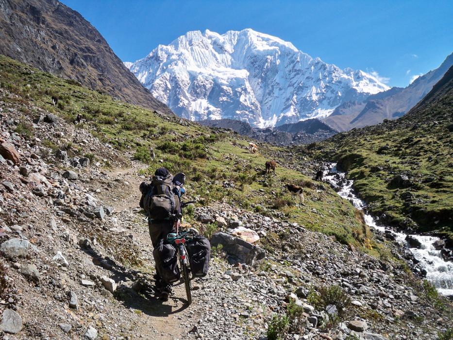 Anja hatte es heute doppelt schwer. Ein Magen - Darm - Infekt und die Höhe um 4.000 Meter machten ihr sehr zu schaffen. Dafür konnten heute auch die Berge nicht entschädigen.