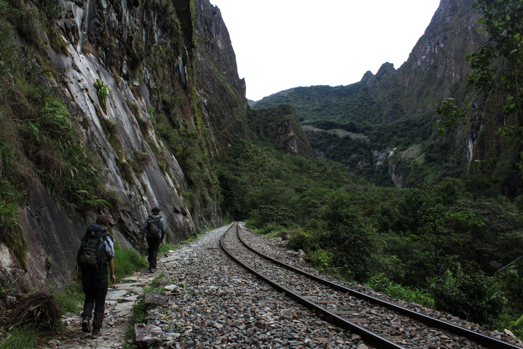 Weit oben sieht man schon Teile von Machu Picchu.