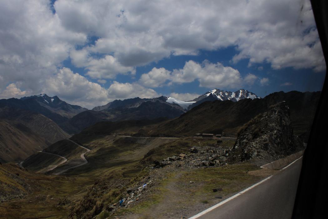 Blick vom Pass Abra Malaga. Dieser hat eine Höhe von 4.250 Metern über Null.